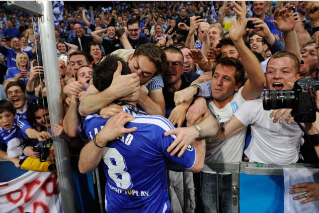 Fan kisses Frank Lampard after the Champions league final